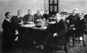 Federal_Reserve_Board,_1917 SOURCE Wikimedia Public Domain